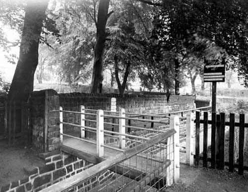 Bridge to Meanwood Park 2